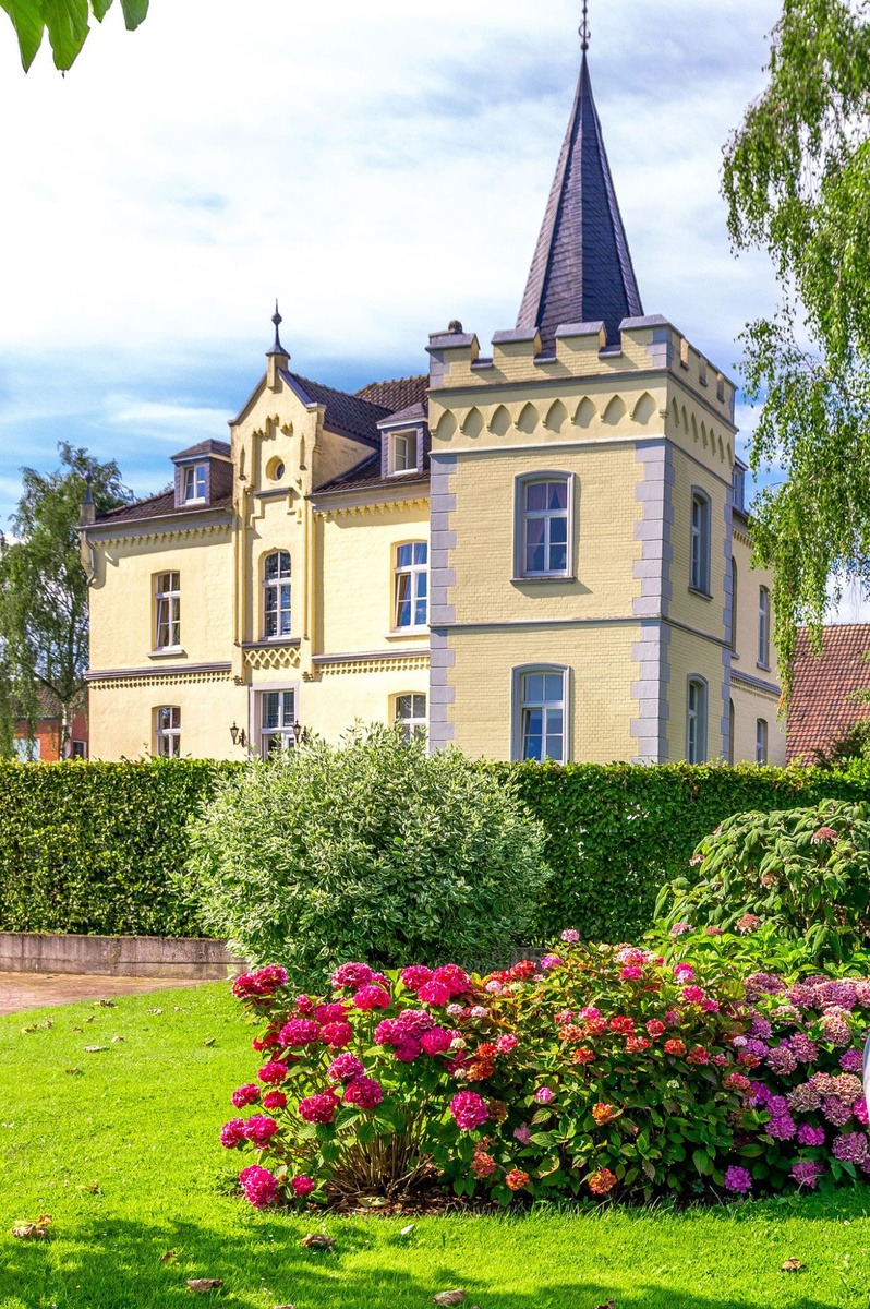 Schlosshotel Haus Grieth Bed & Breakfast